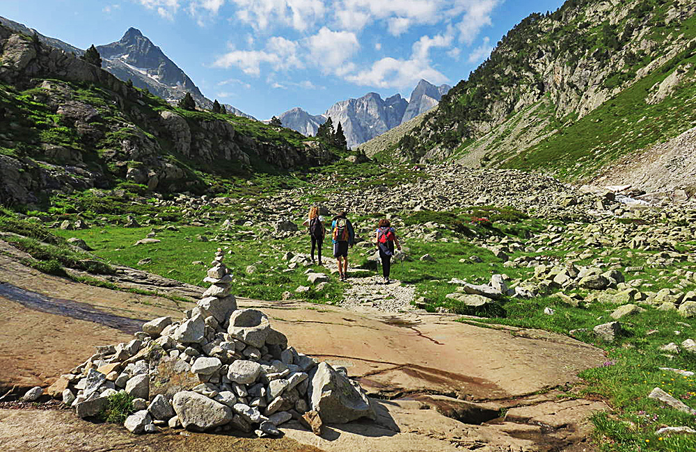 pyrenees self-guided hiking and trekking