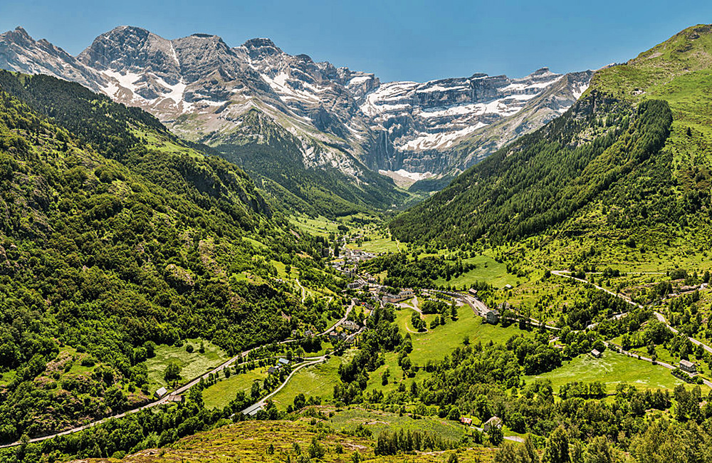 france independent trekking in the pyrenees