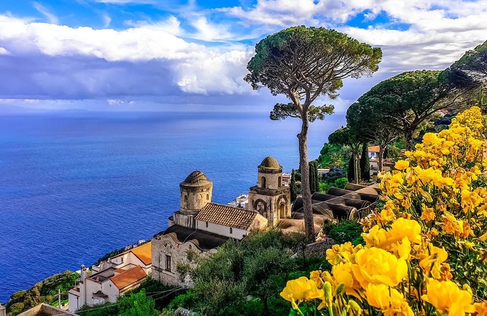 amalfi coastal hiking in italy
