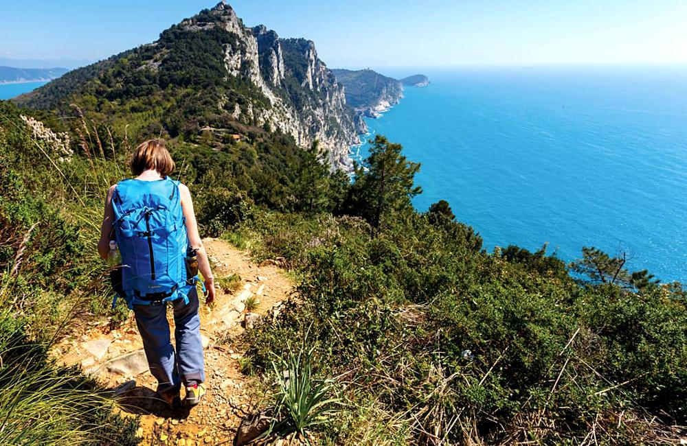 independent trekking cinque terre italy