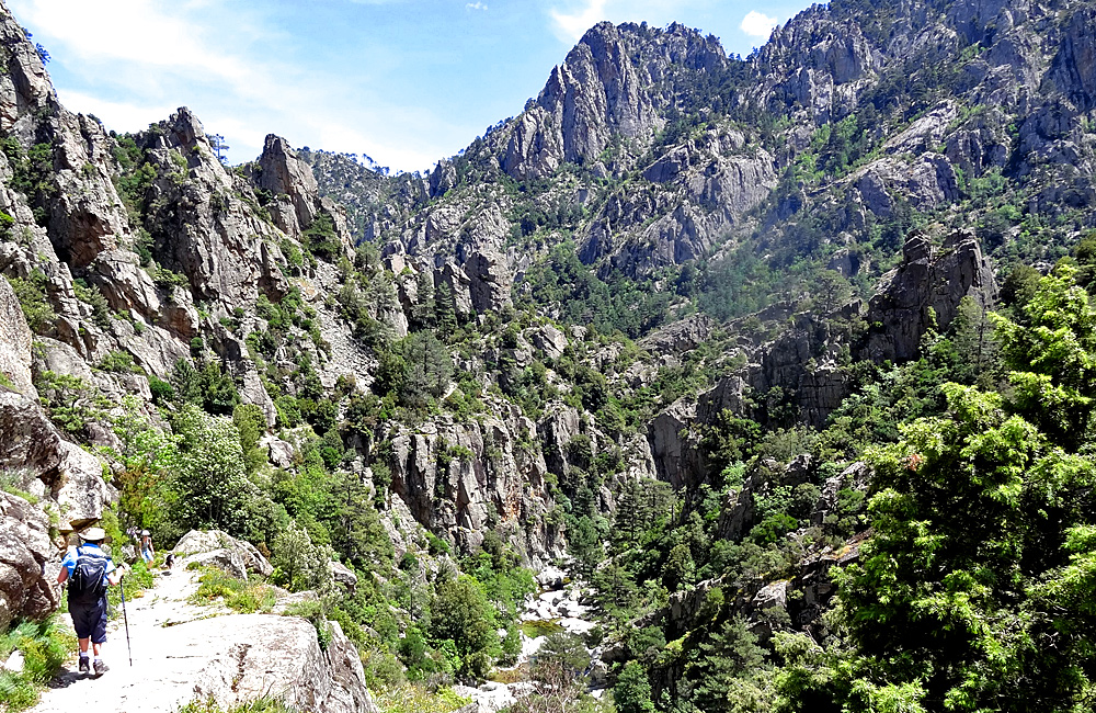 independent trekking and walking tours in corsica