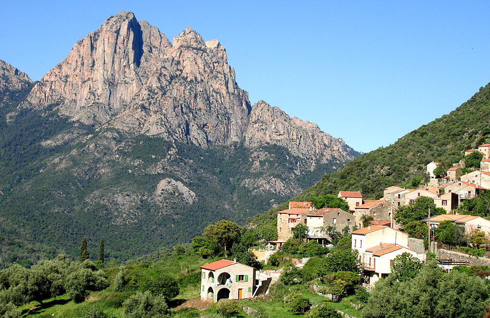 independent walking and hiking tours in corsica