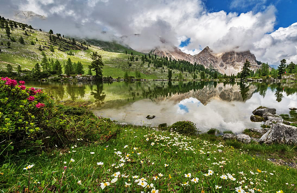 self-guided walking in the dolomites of italy