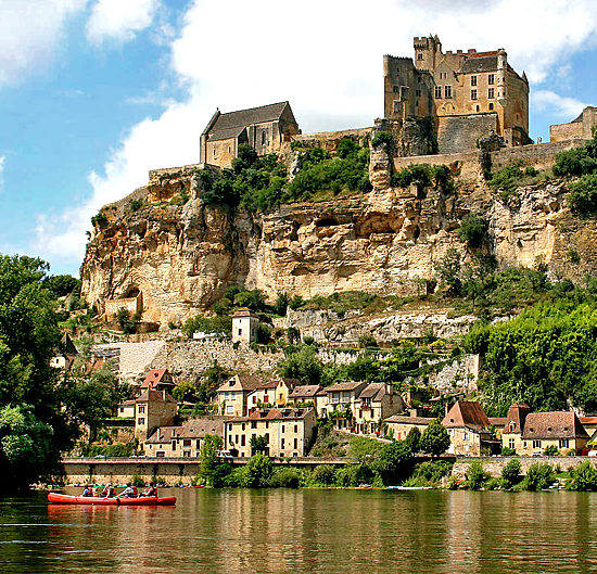 self-guided hiking and walking in dordogne, france