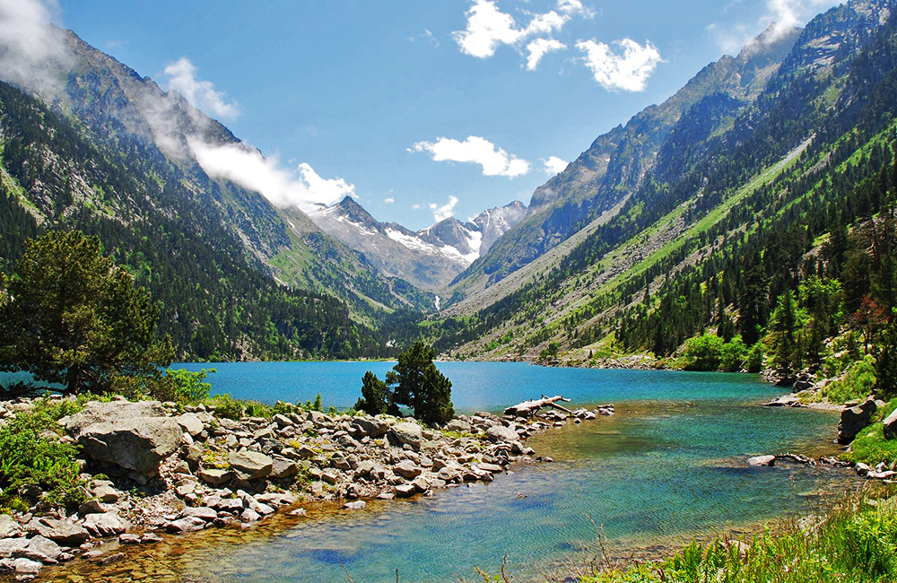 pyrenees self-guided trekking in france