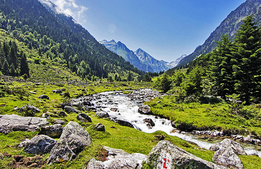 pyrenees self-guided walking and trekking in france
