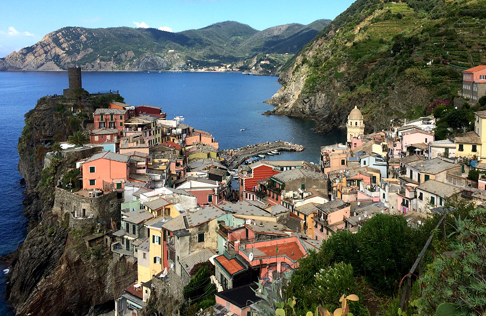 independent walking trekking tour cinque terre