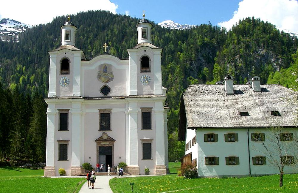 unguided trekking in the alps of austria