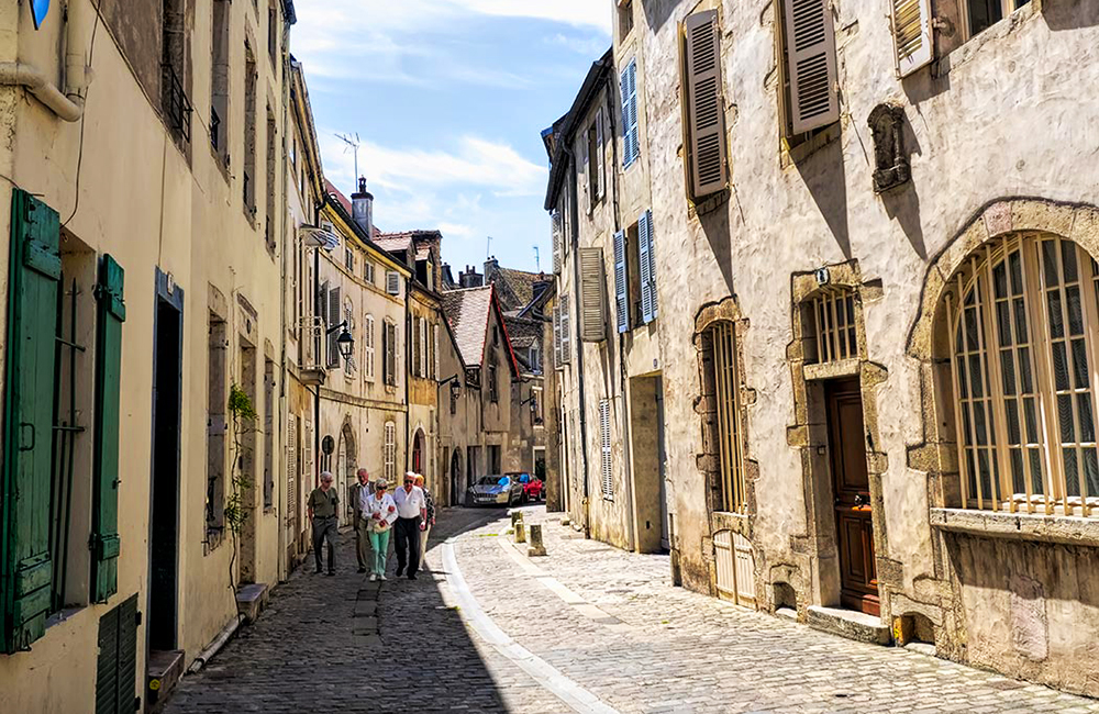 unguided trekking and rambling in burgundy, france