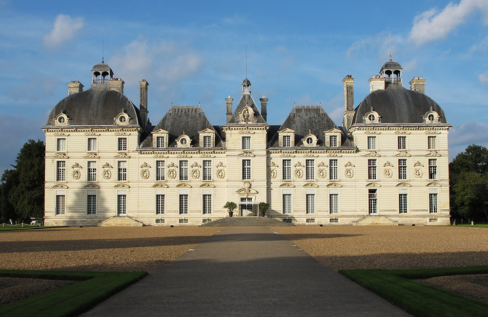 self-guided walking tour in loire valley