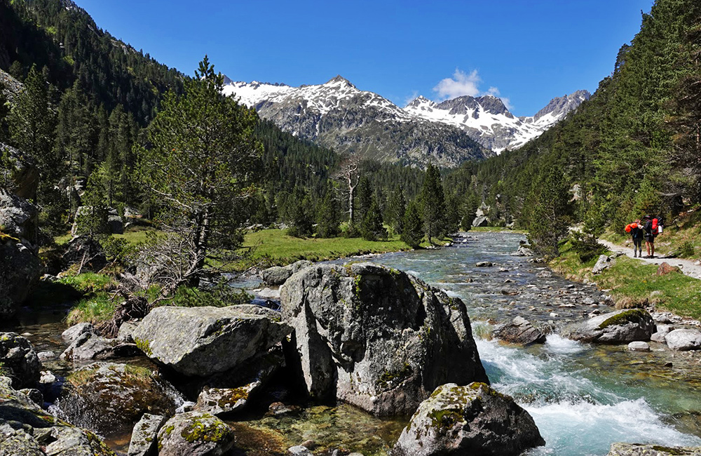 independent trekking in the french pyrenees