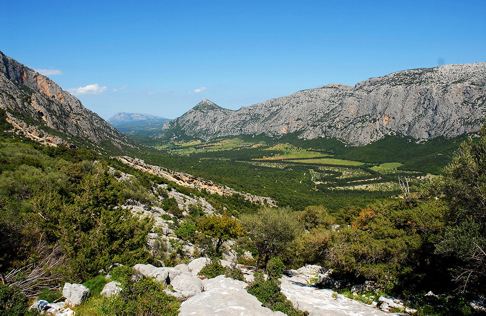 unguided trekking and hiking in sardinia