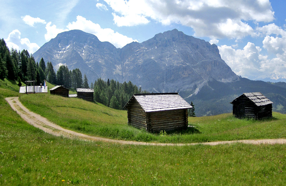 unguided walking and trekking dolomites italy