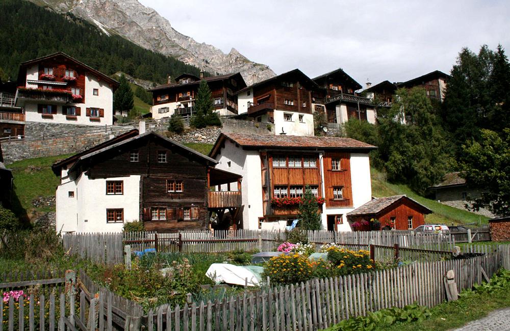 unguided trekking in the alps via spluga