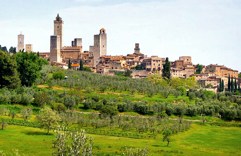 walking and trekking in tuscany italy