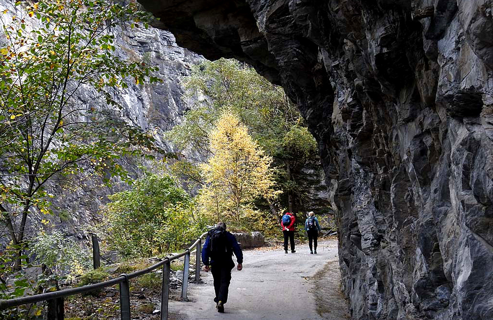 via spluga self-guided trekking in the alps