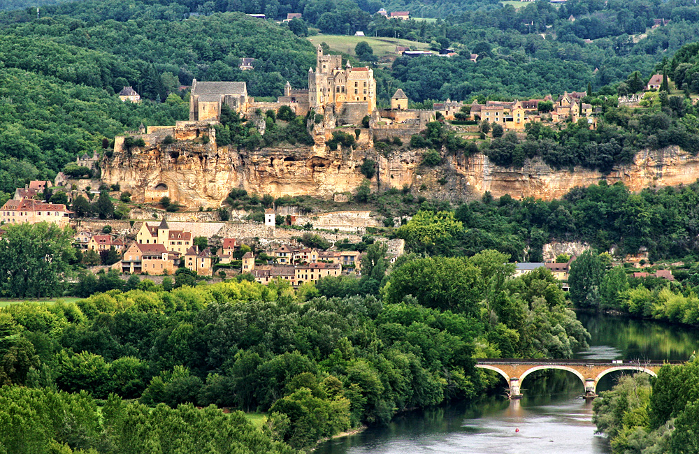 self-guided walking in dordogne, france