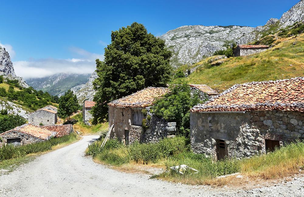 picos de europa independent trekking tour