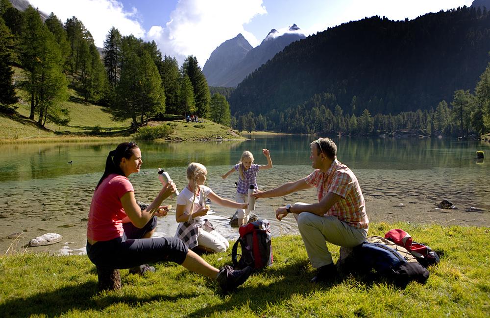 independent trekking in switzerland via albula