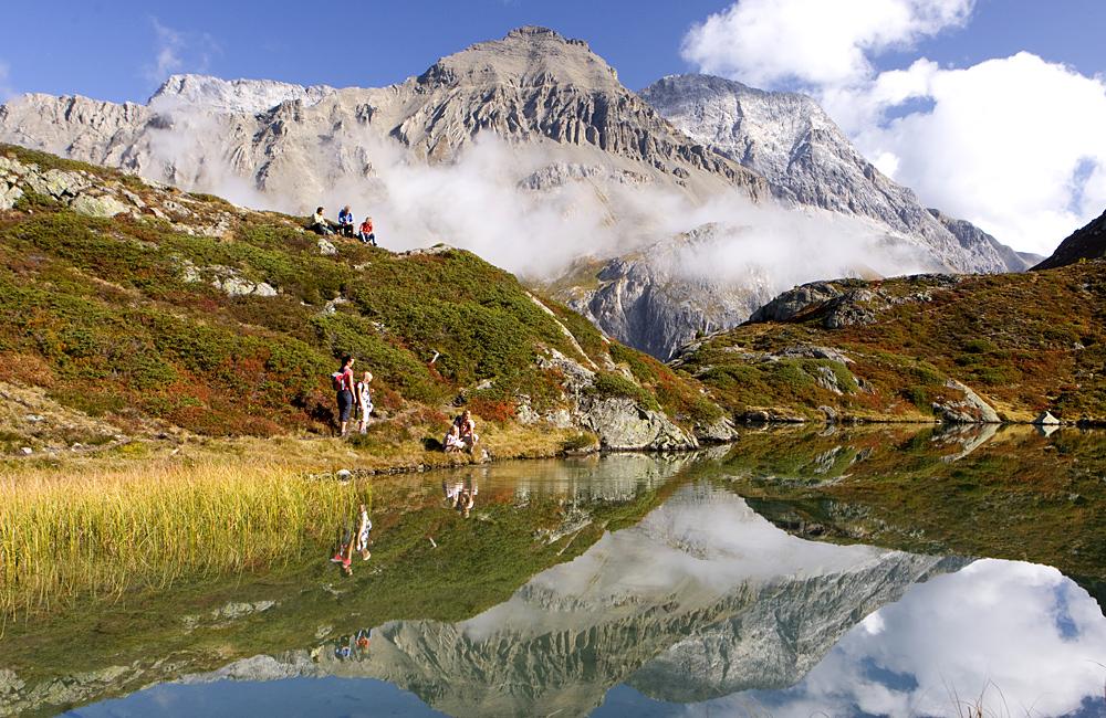 independent hiking trek in switzerland