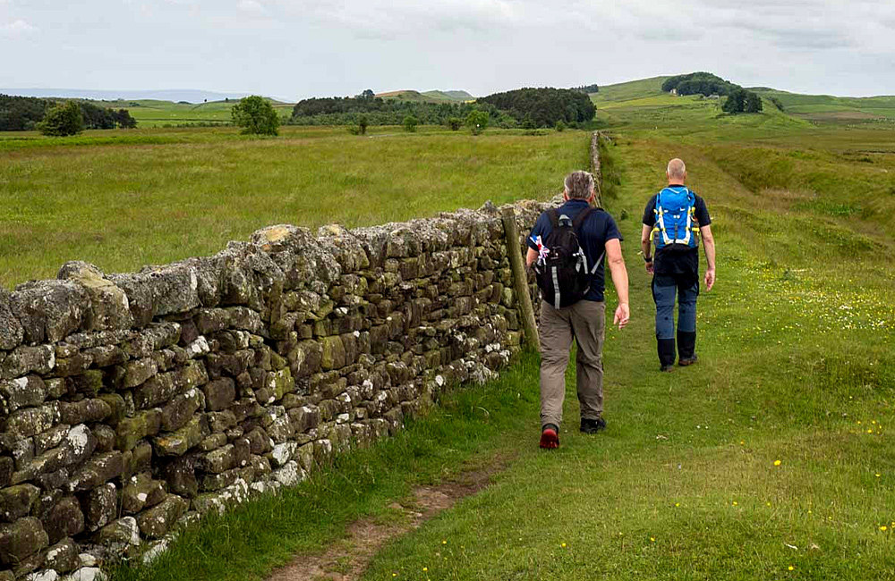 hadrian's wall independent walking
