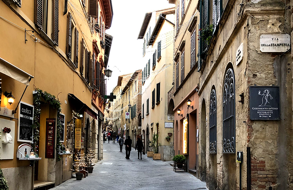 independent walking and hiking in tuscany, italy