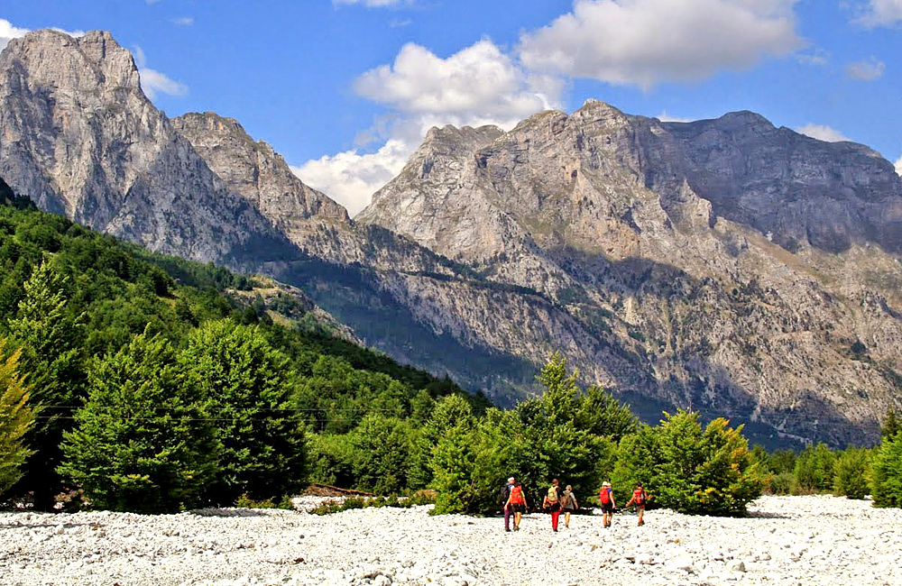 independent walking in the albanian alps