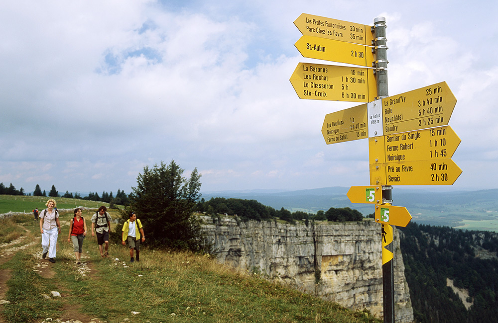 self-guided hiking along the jura crest trail