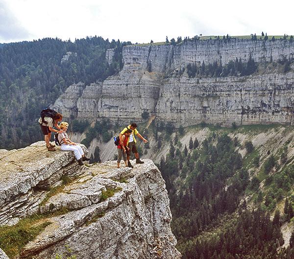 jura crest self-guided hiking in switzerland