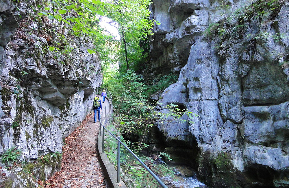switzerland self-guided walking jura crest