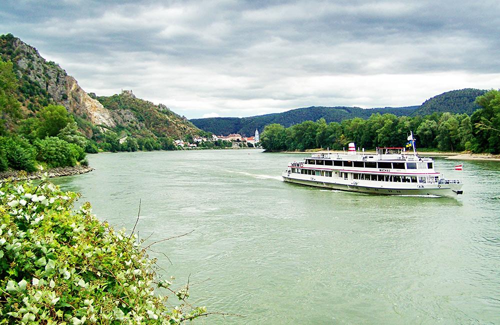 wachau walking and hiking inn to inn in austria