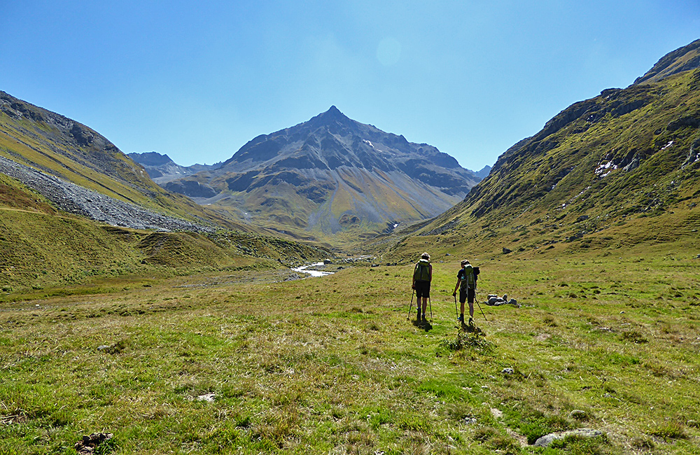 grisons trekking tour in the alps