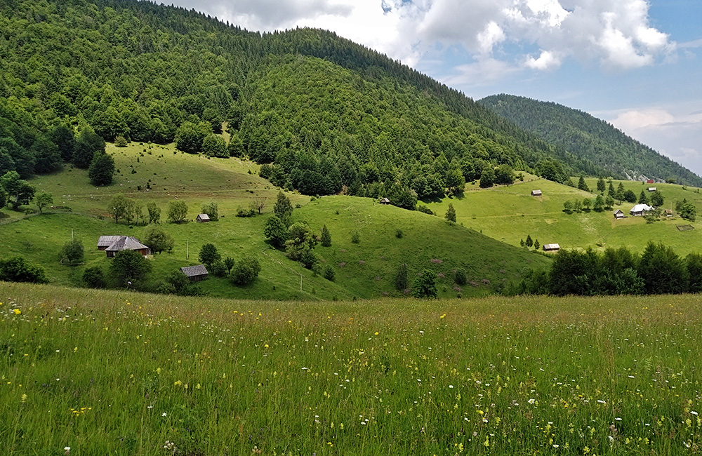 romania self-guided walking and hiking tours