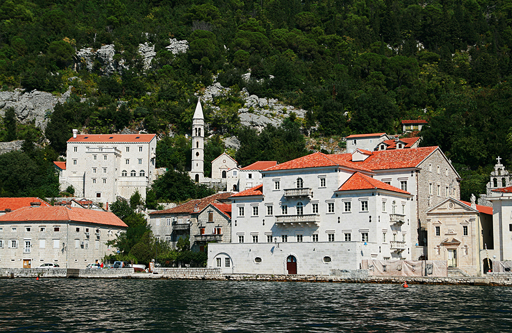 self-guided walking holidays in montenegro