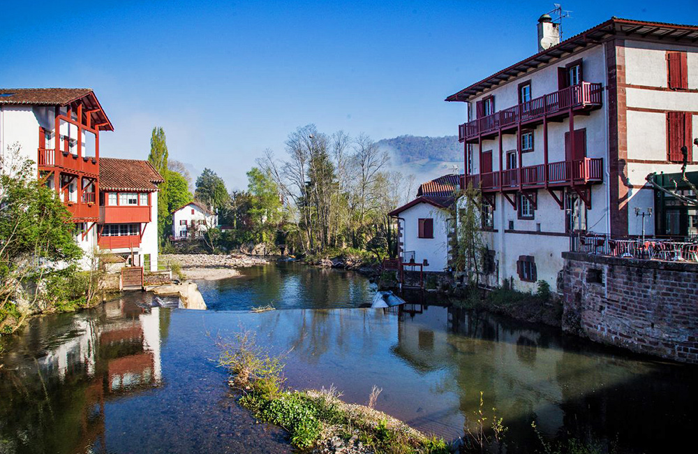 basque country trekking in france