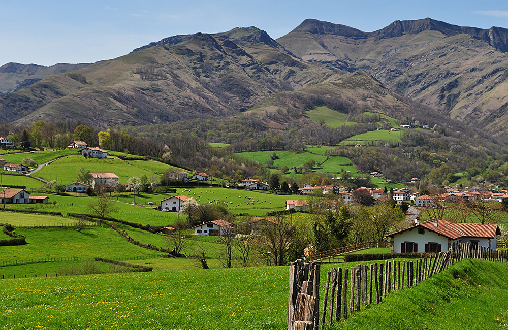 france walking tour in the basque country