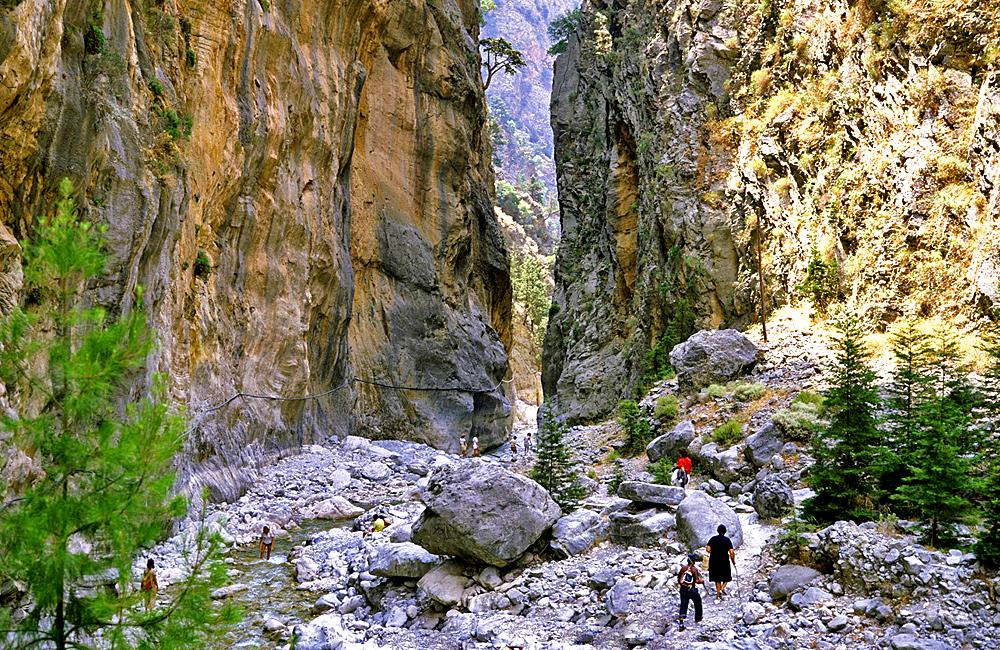 independent trekking tour crete