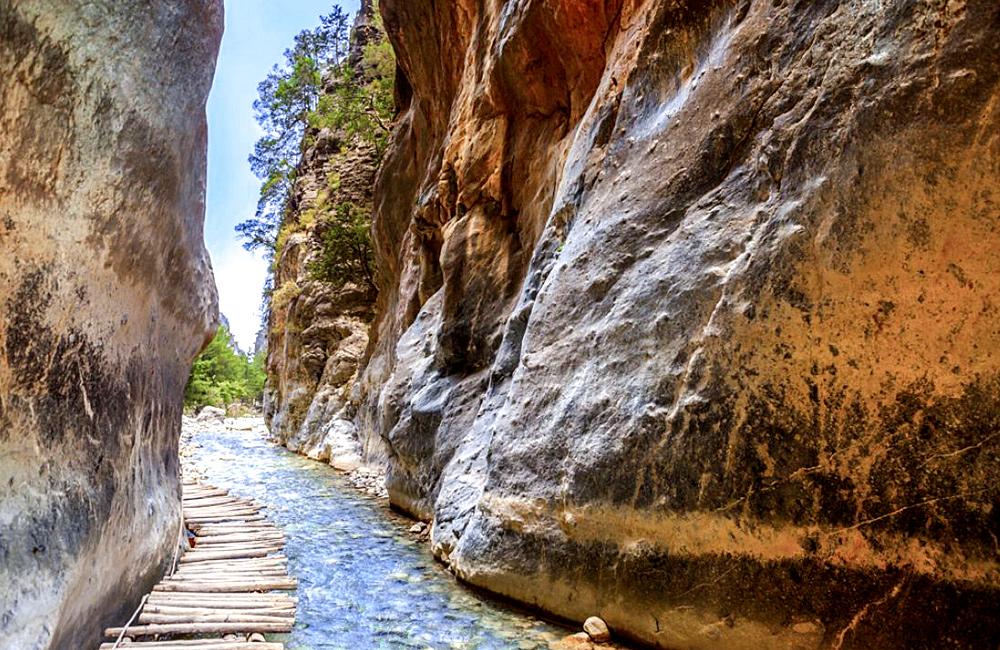 crete gorges hiking tour