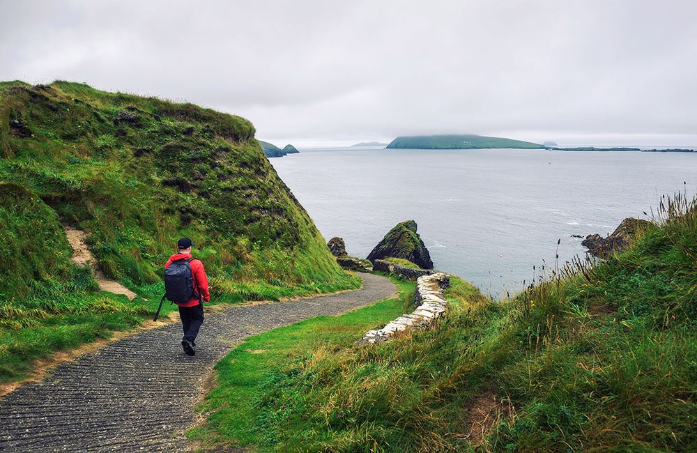 self-guided walking along the dingle way in ireland
